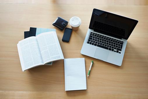 Student「Everything a blogger needs」:スマホ壁紙(6)