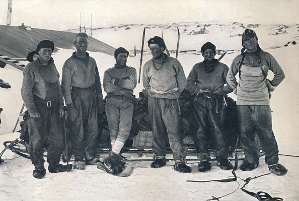Ski Pole「Lieut Campbells Party On Their Return To Cape Evans 7」:写真・画像(18)[壁紙.com]