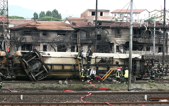 Exploding「At Least 10 Dead And Many Injured In Italian Freight Train Crash」:写真・画像(1)[壁紙.com]