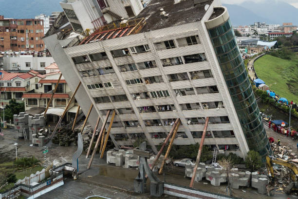 Accidents and Disasters「Aftershocks Rattle Taiwan Tourist City After Powerful Quake」:写真・画像(8)[壁紙.com]