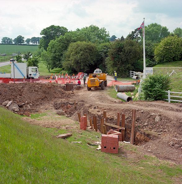 Brick Wall「Creating a culvert for stream diversion. A4251 Hemel Hempstead to Berkhamsted road refurbishment scheme」:写真・画像(1)[壁紙.com]