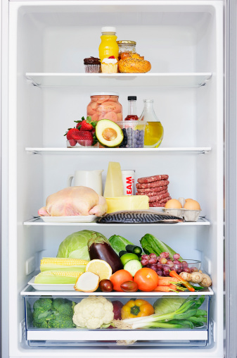 Balance「Food forming a food pyramid in a fridge」:スマホ壁紙(15)