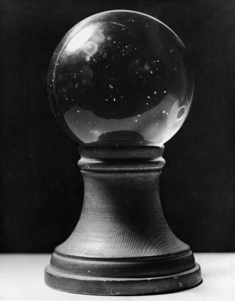 結晶「Closeup of crystal ball」:写真・画像(1)[壁紙.com]