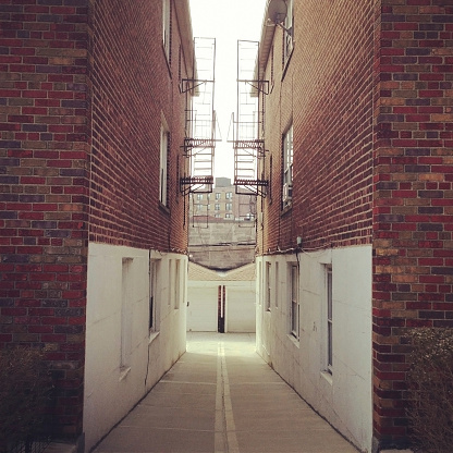 Alley「Empty Driveway」:スマホ壁紙(16)