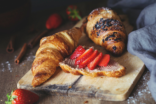 Napkin「Croissants with chocolate cheese spread and fresh strawberries」:スマホ壁紙(0)