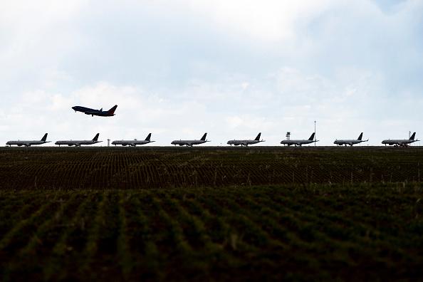 航空機「United Planes Sit Parked At Denver International Airport, As The Coronavirus Pandemic Severely Halts Airline Travel」:写真・画像(13)[壁紙.com]