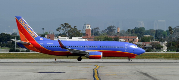 LAX Airport「Southwest Airlines Finds Five Planes In Its 737 Fleet In Need Of Repair」:写真・画像(4)[壁紙.com]