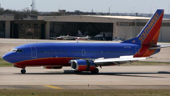 Southwest「Southwest Grounds 44 Planes After Missed Inspections」:写真・画像(1)[壁紙.com]