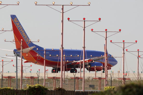 LAX Airport「Car Travel Is Up, Air Travel Down As Americans Depart For Thanksgiving Weekend」:写真・画像(8)[壁紙.com]