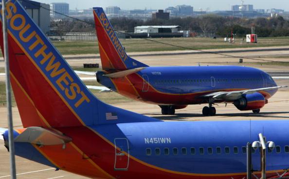 Southwest「Southwest Grounds 44 Planes After Missed Inspections」:写真・画像(0)[壁紙.com]