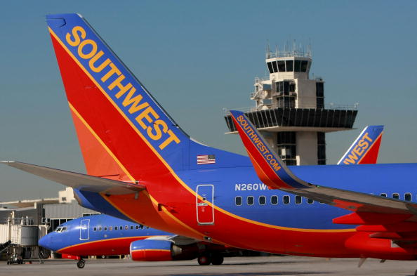 Airplane「Southwest Posts First Loss In 17 Years, Due To Fuel-Hedging Write Down」:写真・画像(4)[壁紙.com]