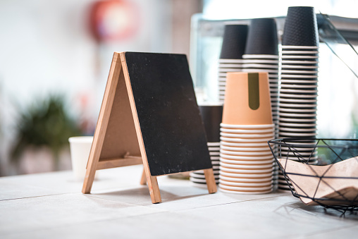 Coffee - Drink「Bar counter with empty coffee cups」:スマホ壁紙(0)