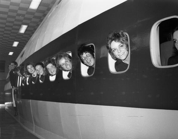 In A Row「Trainee Stewardesses」:写真・画像(5)[壁紙.com]
