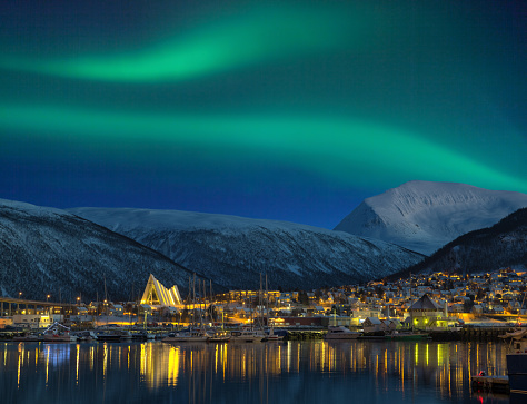 Cathedral「View at night on illuminated Tromso city with cathedral and majestic aurora borealis」:スマホ壁紙(1)