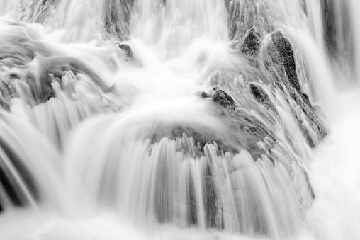 スローモーション「水滝」:スマホ壁紙(17)
