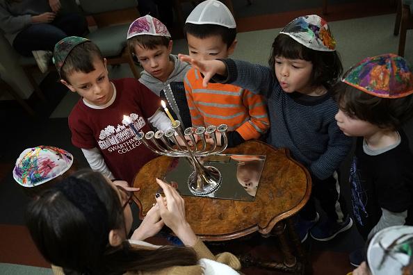 Celebration Event「Preschoolers Attend Menorah Lighting At Washington Synagogue Ahead Of Hanukkah」:写真・画像(12)[壁紙.com]