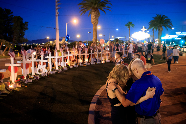 ラスベガス「Las Vegas Mourns After Largest Mass Shooting In U.S. History」:写真・画像(8)[壁紙.com]