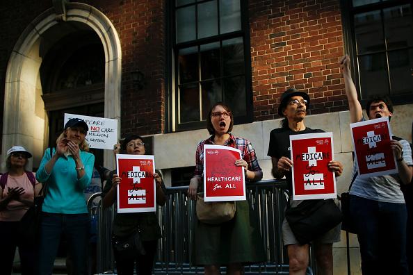Medical Insurance「Protestors Rally Against Trumpcare In New York City」:写真・画像(15)[壁紙.com]