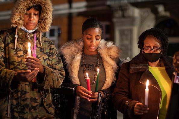 Memorial Vigil「George Floyd's Birthday Commemorated With Candlelit Vigil In Brixton」:写真・画像(8)[壁紙.com]