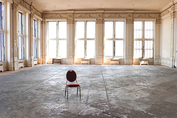 Empty old ballroom:スマホ壁紙(壁紙.com)