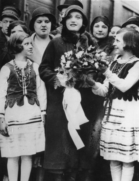 Bouquet「Pola Negri」:写真・画像(4)[壁紙.com]
