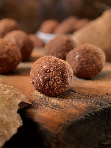 Granola「Gluten Free, Cocoa and Coconut Energy Bites」:スマホ壁紙(6)