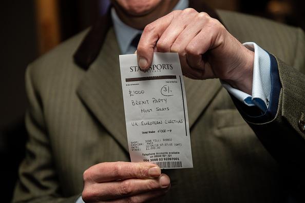 Gambling「Nigel Farage Bets £1000 on his Brexit Party」:写真・画像(6)[壁紙.com]