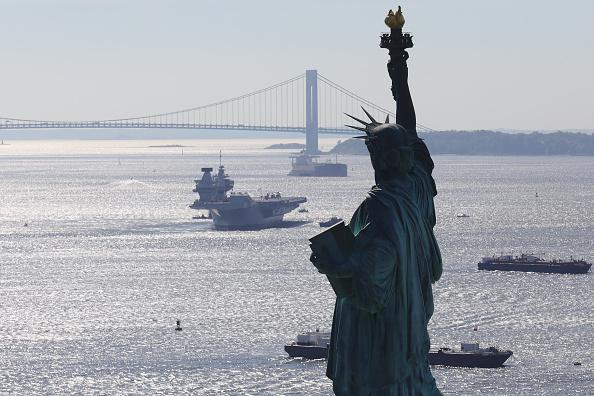 Ship「British Aircraft Carrier HMS Queen Elizabeth Arrives In New York」:写真・画像(3)[壁紙.com]