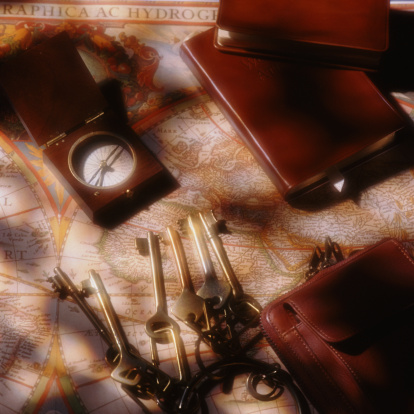 探求「Keys, magnetic compass and leather-bound books on top of ancient map」:スマホ壁紙(4)