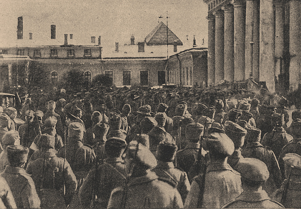 Revolution「Manifestation of revolutionary troops in front of the State Duma during the February Revolution, 191」:写真・画像(19)[壁紙.com]
