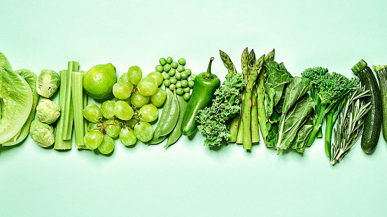 Celery「Green fruit and vegetables arranged in a strip on a green background.」:スマホ壁紙(16)