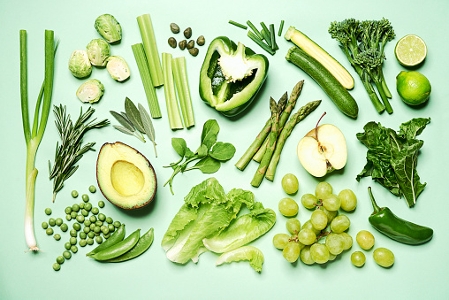 Arugula「Green fruit and vegetables arranged on a green background.」:スマホ壁紙(19)