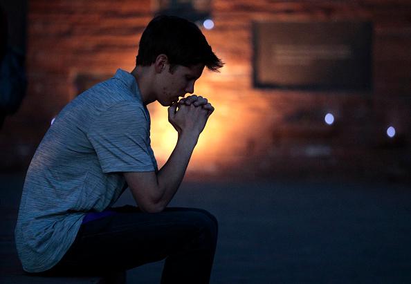 Joe Mahoney「Vigil Held At Columbine Memorial  Marks 20th Anniversary Of Deadly School Shooting」:写真・画像(5)[壁紙.com]