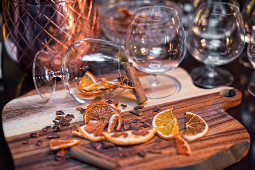 Star Anise「Cognac glasses, dry slices of orange and cinnamon sticks」:スマホ壁紙(6)