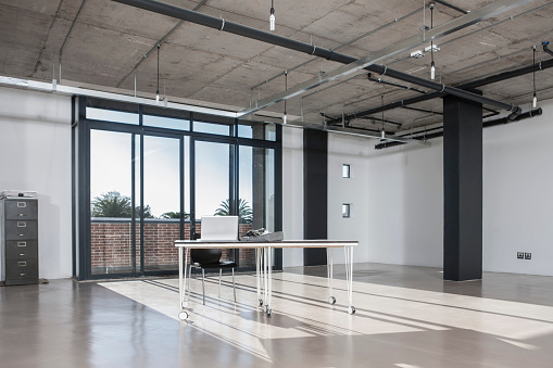 Shadow「Empty new office」:スマホ壁紙(1)