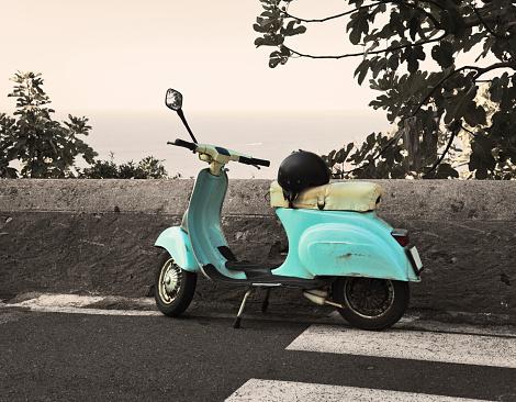 アマルフィ海岸「イタリアスクーター」:スマホ壁紙(2)