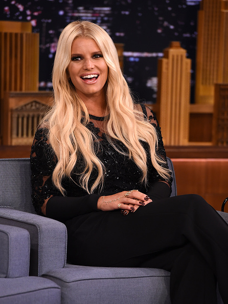 ジェシカ・シンプソン「Jessica Simpson Visits 'The Tonight Show Starring Jimmy Fallon'」:写真・画像(19)[壁紙.com]