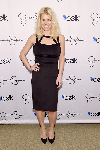ジェシカ・シンプソン「Jessica Simpson And Ashlee Simpson Ross Come Home For The Holidays In Support Of The Jessica Simpson Collection And The Launch Of Jessica Simpson Home At Belk Galleria Dallas」:写真・画像(3)[壁紙.com]