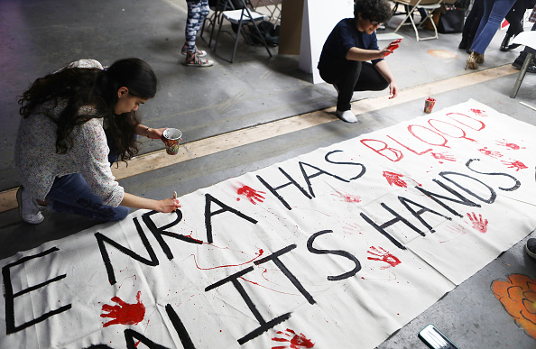 Preparation「Activists Gather To Make Signs And Art Ahead Of Saturday's March For Our Lives」:写真・画像(8)[壁紙.com]