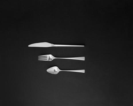 フォーク「Spoon, fork and butter knife on black background」:スマホ壁紙(7)
