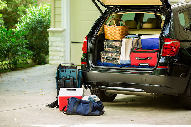 Family vehicle packed, ready for road trip, vacation outside home.:スマホ壁紙(壁紙.com)