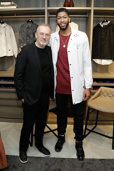 "Basketball player Anthony Davis「NBA All-Star Anthony Davis Celebrates his Latest ""Saks Fifth Avenue x Anthony Davis"" Collection at Saks Downtown Men's」:写真・画像(10)[壁紙.com]"