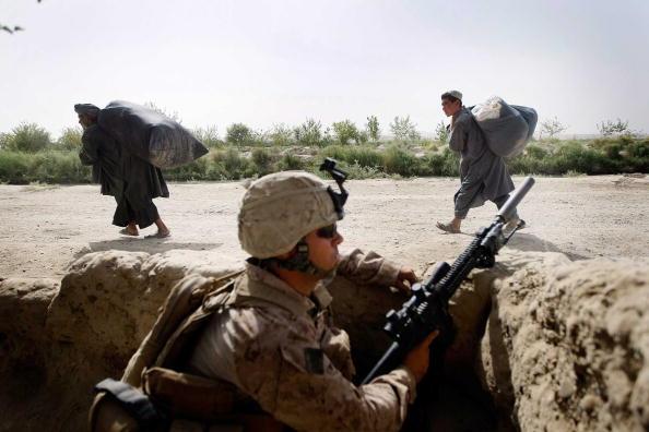 Leaving「U.S. Marines Continue Suppression Of Insurgents」:写真・画像(17)[壁紙.com]