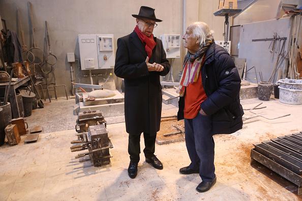 Pouring「Artisans Craft Berlinale Bear Trophies Ahead Of 2018 Festival」:写真・画像(10)[壁紙.com]