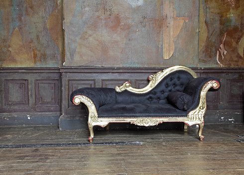 Chaise Longue「Old chaise lounge in old room 」:スマホ壁紙(0)
