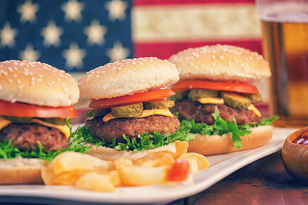 American Burger and a Glass of Beer:スマホ壁紙(壁紙.com)