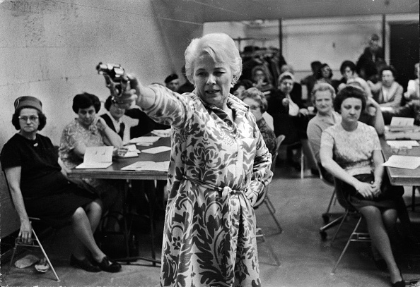 Large Group Of People「Housewives Learn Handgun Use」:写真・画像(7)[壁紙.com]