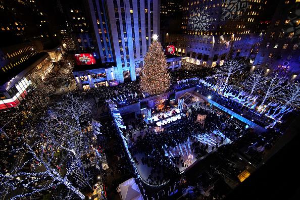 ニューヨーク市「86th Annual Rockefeller Center Christmas Tree Lighting Ceremony」:写真・画像(9)[壁紙.com]