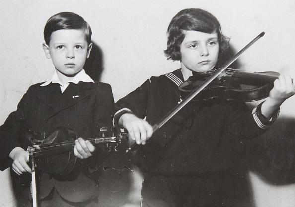 Violin「Concert Violinist Otti Sthelik And Hansi Grötzer」:写真・画像(14)[壁紙.com]