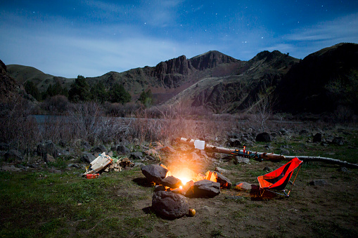 Camping Chair「A fire burning next to a camping chair at night」:スマホ壁紙(6)
